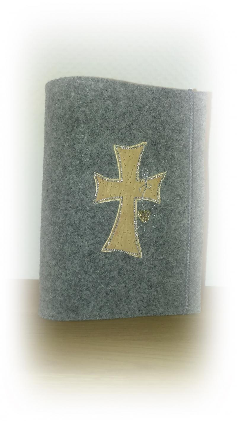 - Gotteslobhülle aus Wollfilz mit *Korkkreuz* - Gotteslobhülle aus Wollfilz mit *Korkkreuz*