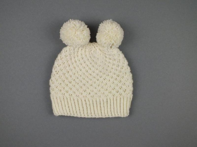 - Handgestrickte Babymütze mit zwei Bommel in wollweiß aus weicher Wolle (Merino) -  KU 40-43 cm - Handgestrickte Babymütze mit zwei Bommel in wollweiß aus weicher Wolle (Merino) -  KU 40-43 cm