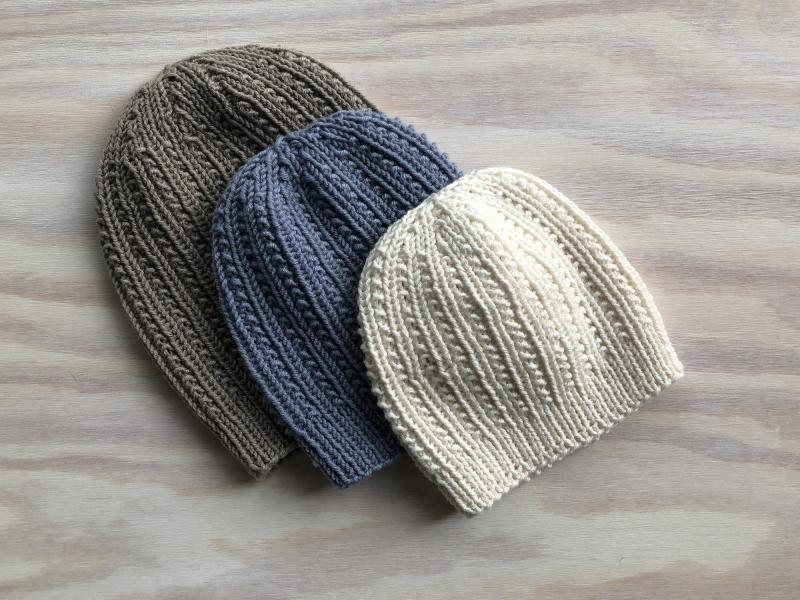 Kleinesbild - Handgestrickte Mütze in wollweiß mit einem tollen Muster aus weichem Cotton-Merino Garn -  KU 43-44 cm,  Höhe 16 cm