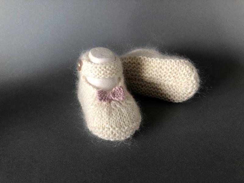 Kleinesbild - Handgestrickte Baby-Ballerina in wollweiß - ein tolles Geschenk zu Weihnachten - Fuß 10 - 11 cm (0 - 3 Monate)