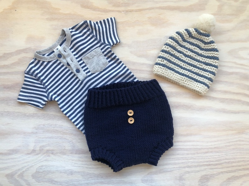 Kleinesbild - Gestrickte Babyshorts aus weicher Wolle (Merino) in marineblau - einfach anziehen und wohlfühlen  (Größe 62 - 68 = 4 - 6 Monate)