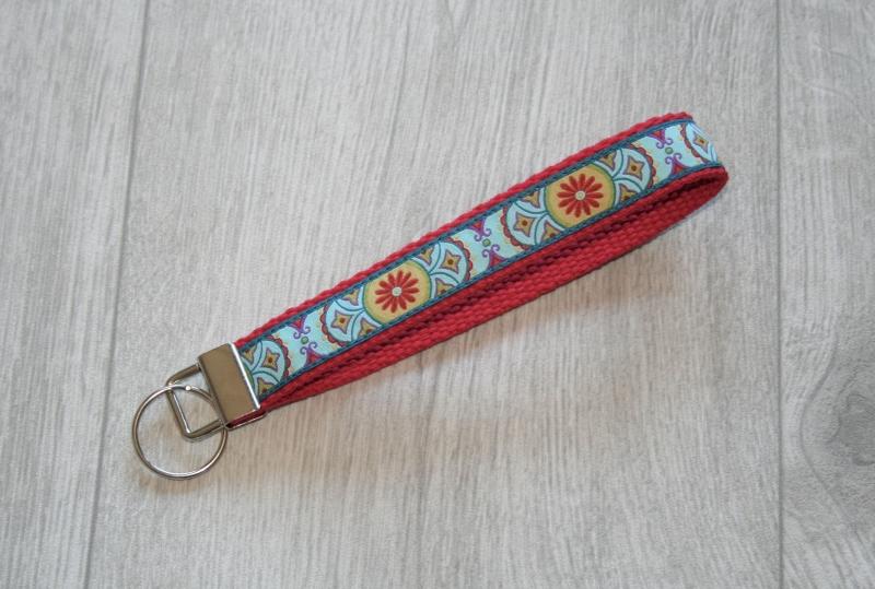 - Schlüsselanhänger, Schlüsselband Ornamente mit Gurtband aus Baumwolle in Rot, kurz - Schlüsselanhänger, Schlüsselband Ornamente mit Gurtband aus Baumwolle in Rot, kurz