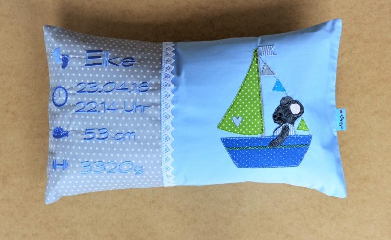 Kleinesbild - individuelle  Namenskissen bestickt mit Geburtsdaten für Jungs und Mädchen, Maße 30x50