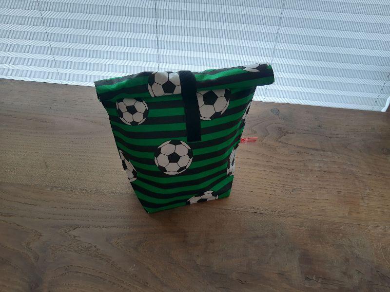 - Rolltasche - Lunchbag - Kulturtasche außen Fußballmotiv, innen abwaschbar - Rolltasche - Lunchbag - Kulturtasche außen Fußballmotiv, innen abwaschbar
