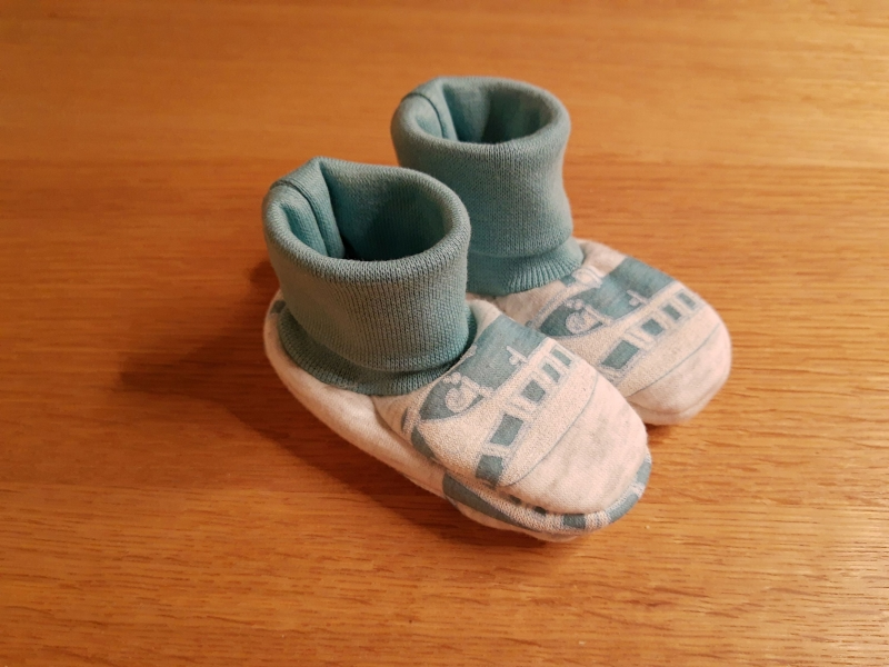 - Babyschuhe aus Jersey, weich und bequem- Busse - Babyschuhe aus Jersey, weich und bequem- Busse