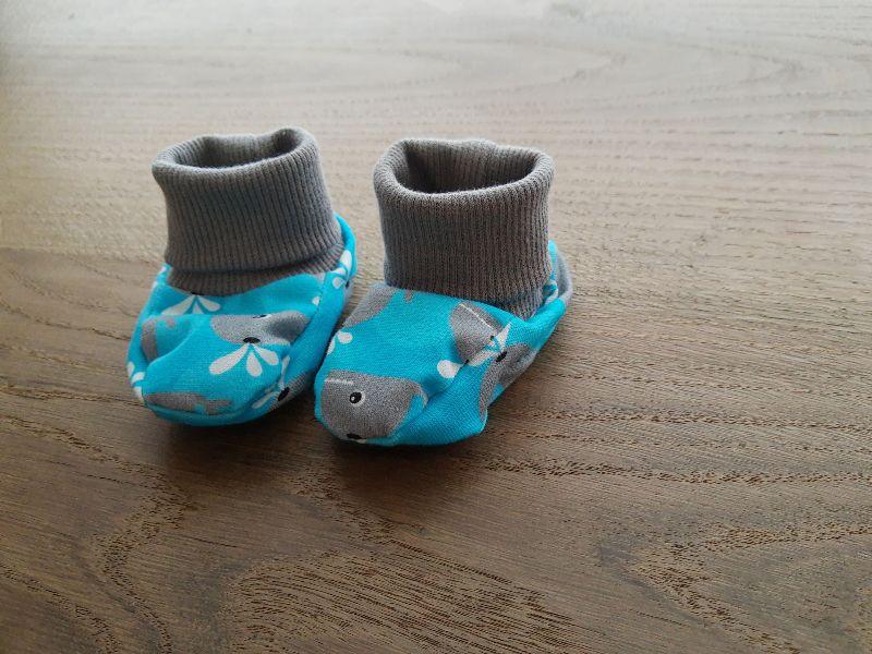 - Babyschuhe aus Jersey, weich und bequem- Wale - Babyschuhe aus Jersey, weich und bequem- Wale
