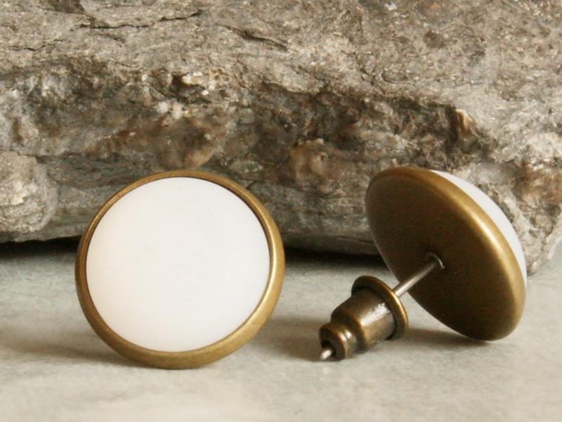 Kleinesbild - Polaris-Ohrstecker in Weiß mit besonderem Schimmer in bronzefarbener Fassung
