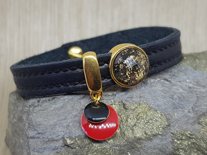 - Leder Armband mit vergoldeten Schiebeperlen - Elegant und lässig - Leder Armband mit vergoldeten Schiebeperlen - Elegant und lässig