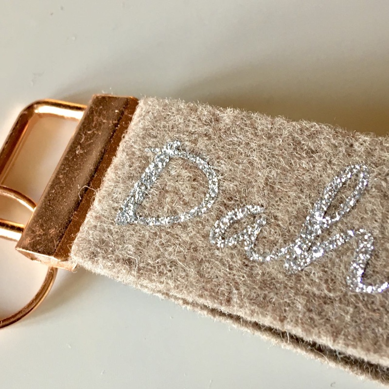 Kleinesbild - Schlüsselanhänger, Geschenk zum Einzug, Unikat, Schlüsselband aus Wollfilz mit Aufschrift