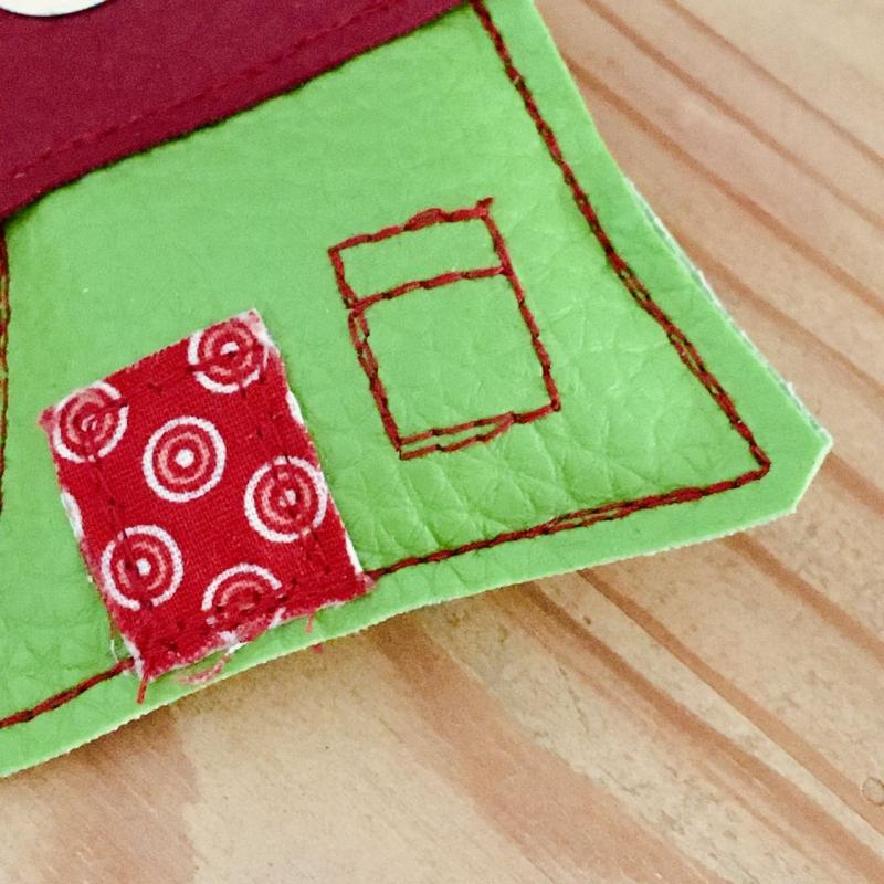 Kleinesbild - Schlüsselanhänger, handgefertigt, Kunstleder, Häuschen grün-dunkelrot, incl. Schlüsselring Herz
