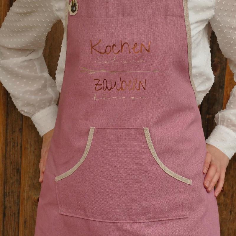 - Schürze Backschürze, Aufschrift: Kochen ist wie zaubern können, altrosa/natur, Küchenschürze Latzschürze Baumwolle, handgefertigt - Schürze Backschürze, Aufschrift: Kochen ist wie zaubern können, altrosa/natur, Küchenschürze Latzschürze Baumwolle, handgefertigt