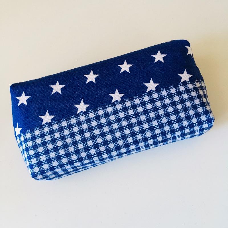 Kleinesbild - Taschentuchtasche, Taschentuchtascherl, TaTüTa, aus Baumwolle, Sterne, kariert, weiß/blau, für 10 Taschentücher