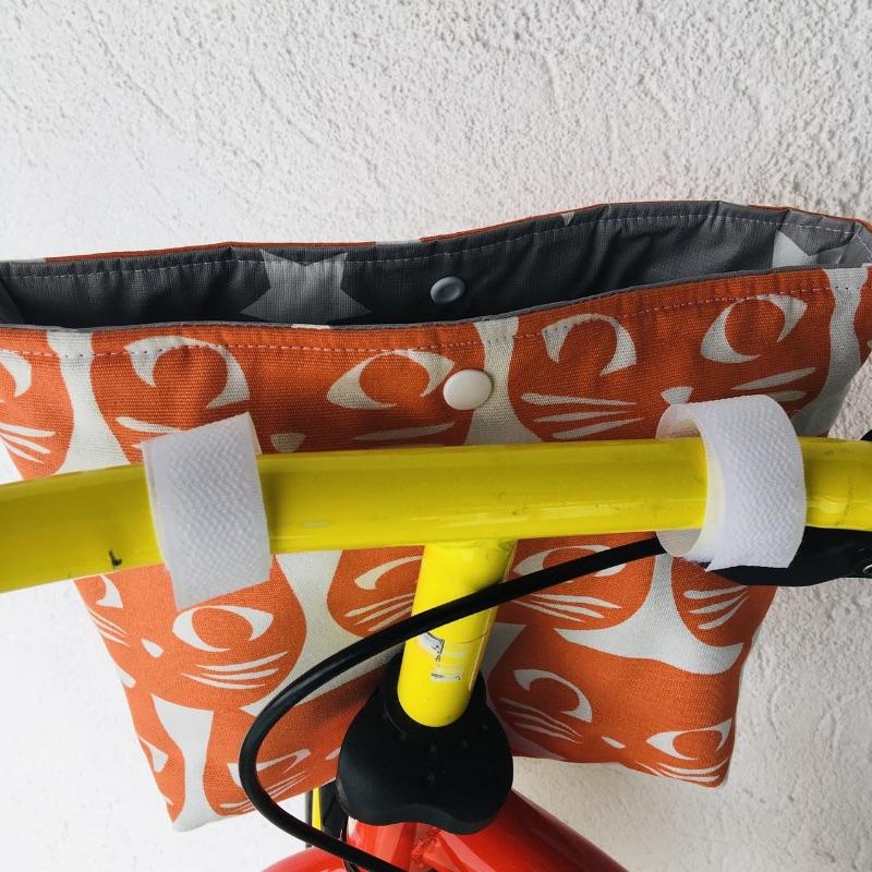 Kleinesbild - Genähte Lenkertasche, mit Klettverschluss und Wachstuch, Katzen Baumwollstoff  Wachstuch, Utensilo