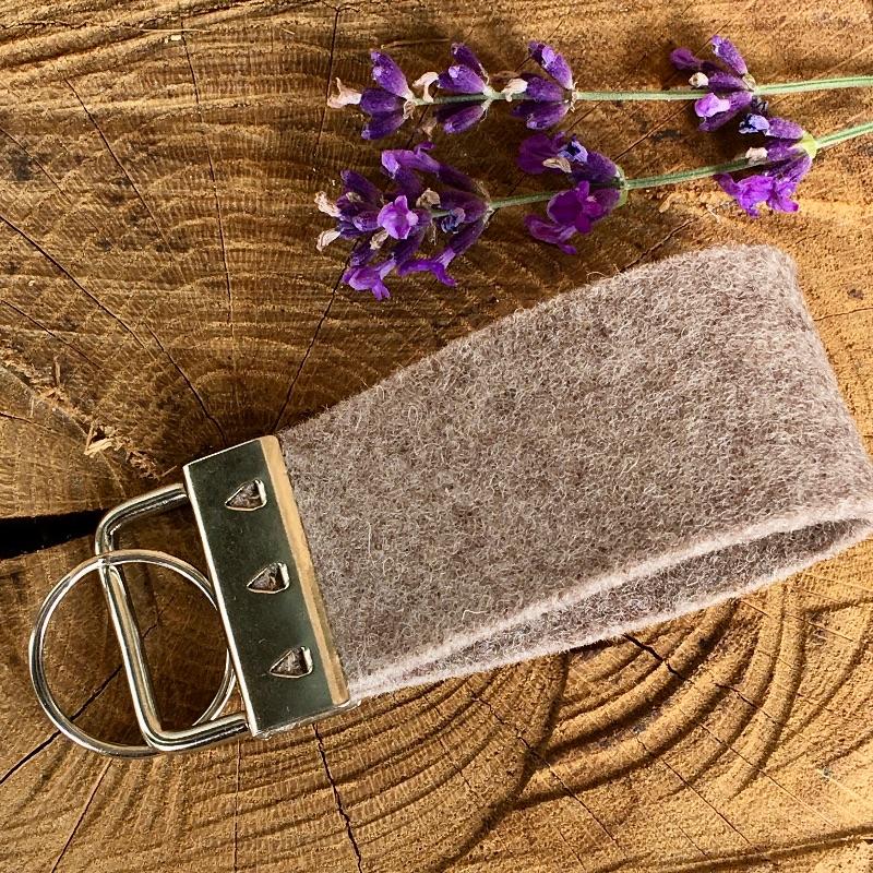 Kleinesbild - Schlüsselanhänger,Schlüsselband aus Wollfilz mit Wohnmobil, Wohnanhänger, Camper, Camping,