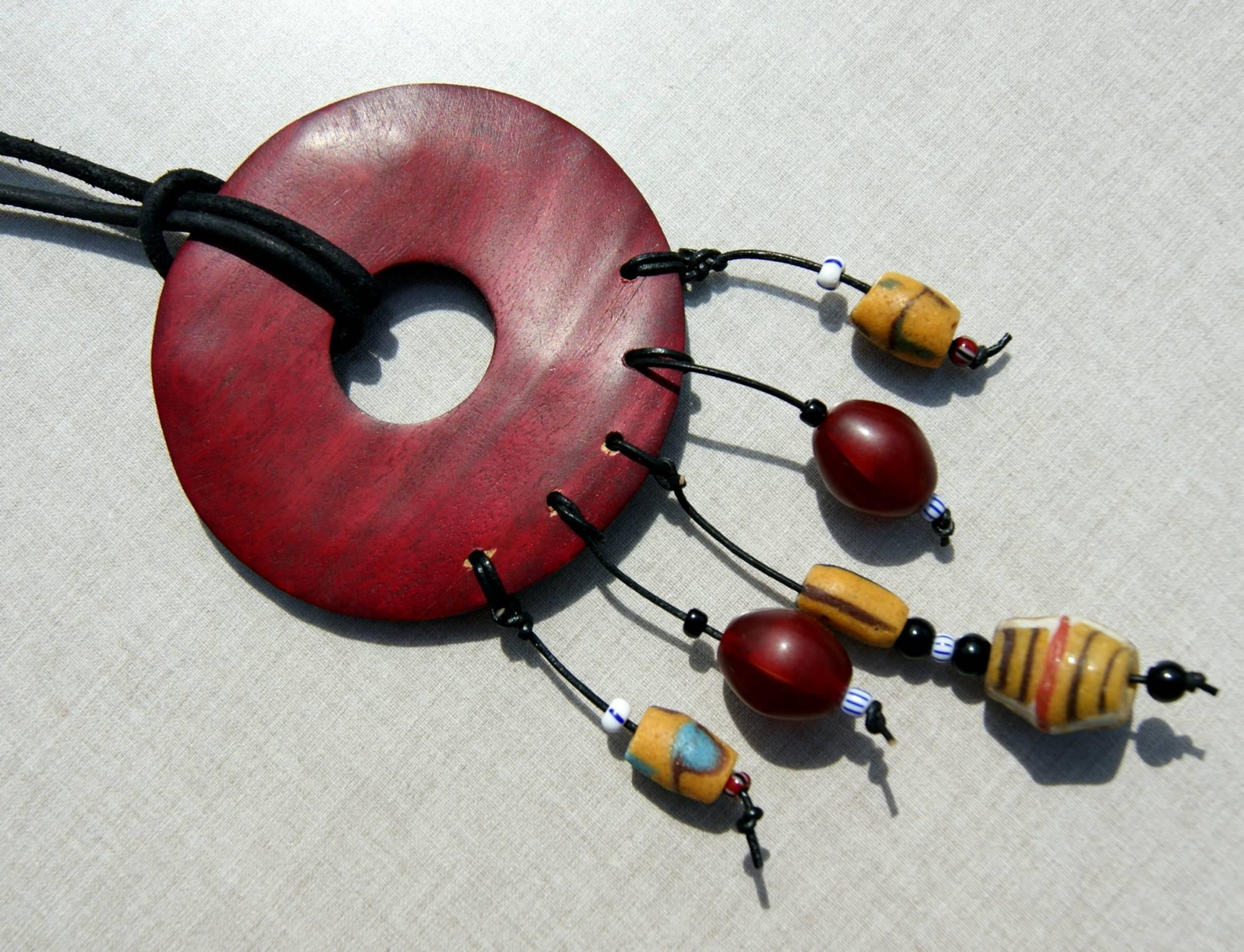 - Anhänger Donut afrikanische Perlen king beads Lederband Unikat Krobo Holz exotisch ausgefallen - Anhänger Donut afrikanische Perlen king beads Lederband Unikat Krobo Holz exotisch ausgefallen