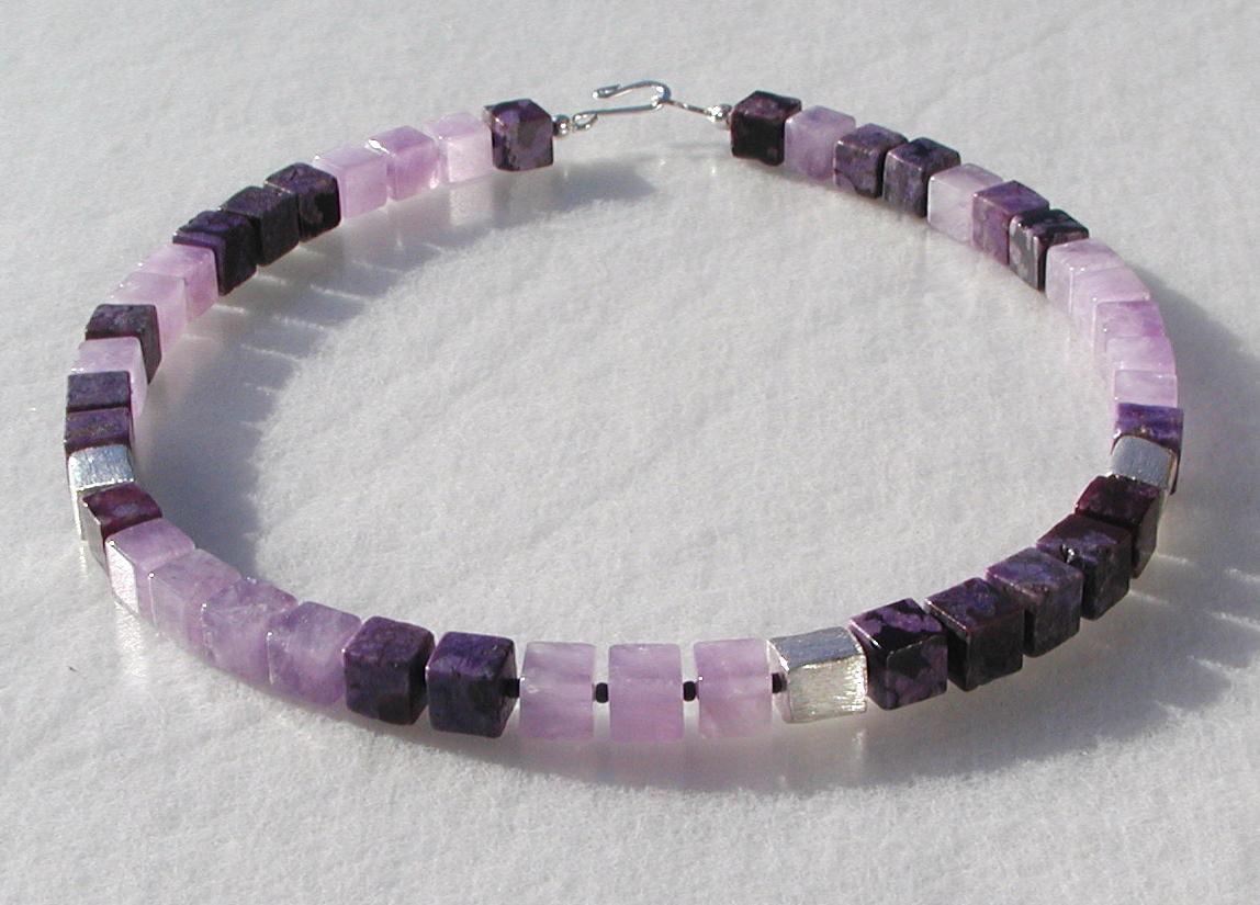 - Halskette - Amethyst und Jaspis in Würfeln violett flieder Edelsteinschmuck  - Halskette - Amethyst und Jaspis in Würfeln violett flieder Edelsteinschmuck