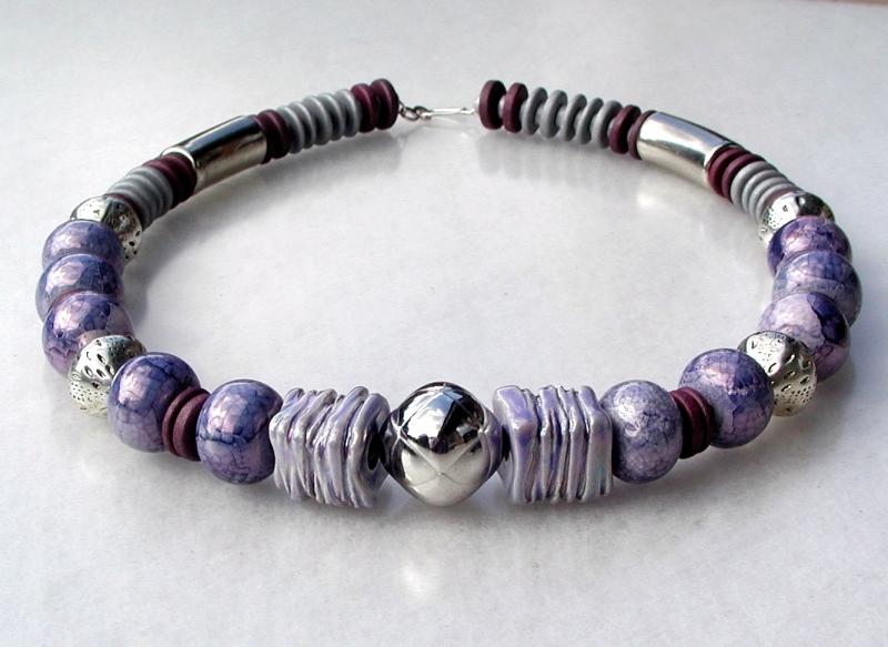 Kleinesbild - Collier FLIEDER-GRAU Keramik Silber violett Lederband versilbert Unikat