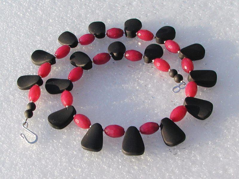 -  Collier - schwarzer Onyx und rubinrote Jade -  Collier - schwarzer Onyx und rubinrote Jade