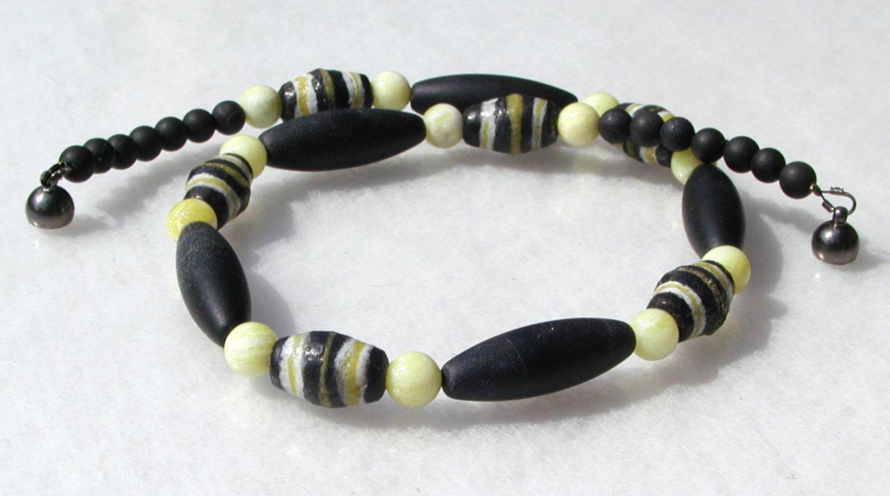 Kleinesbild - extravagante Halskette Afrika SCHWARZ-GELB Onyx Lemon-Jade afrikanische Krobo-Perlen Unikat