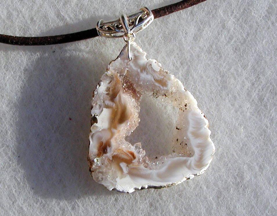 Kleinesbild - zauberhafte ACHAT-DRUSE  Anhänger Silber Leder Unikat natur Kristall