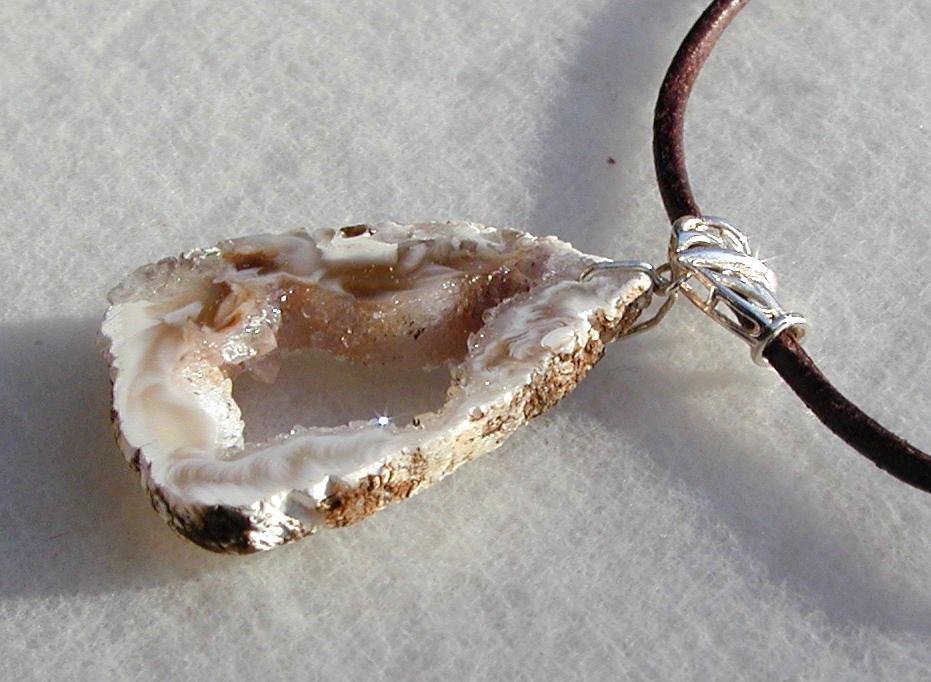 - zauberhafte ACHAT-DRUSE  Anhänger Silber Leder Unikat natur Kristall - zauberhafte ACHAT-DRUSE  Anhänger Silber Leder Unikat natur Kristall