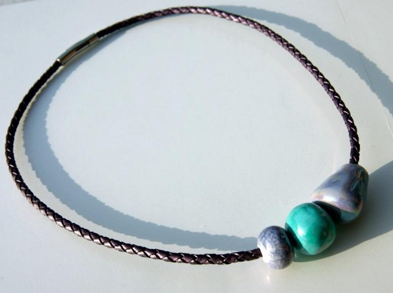Kleinesbild - ausgefallene Leder-Kette Bola Lila-Mint griechische Keramik Edelstahl extravagant