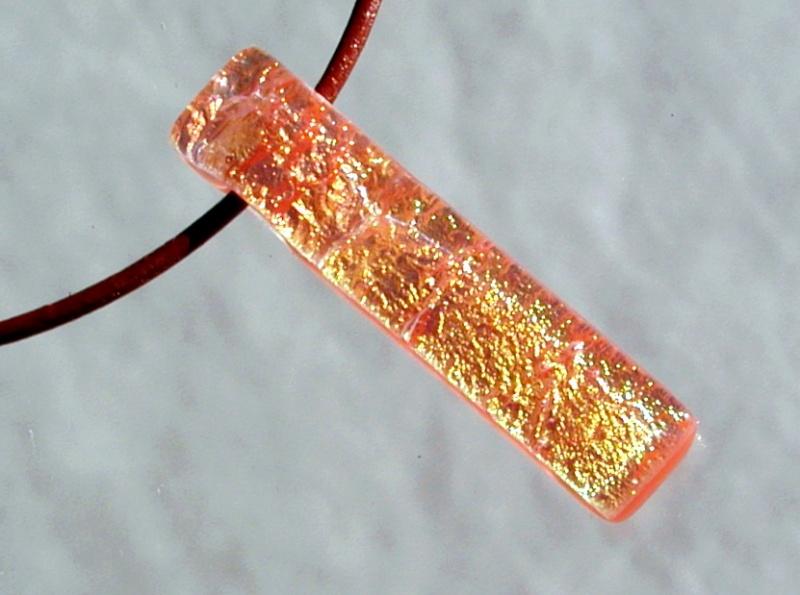 - Anhänger GOLD-ORANGE dichroitisches Glas  Lederband lang glitzernd Unikat leger   - Anhänger GOLD-ORANGE dichroitisches Glas  Lederband lang glitzernd Unikat leger