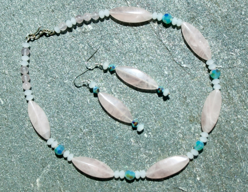 Kleinesbild - Halskette ZAUBERZART Rosenquarz Jade pastell romantisch Unikat