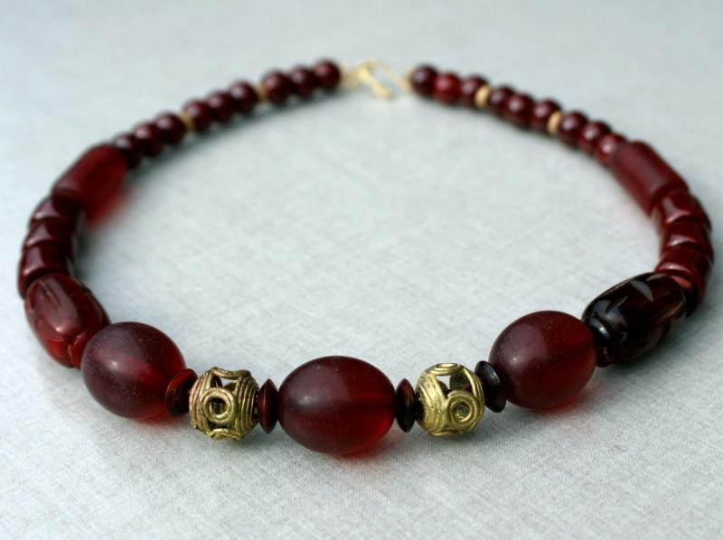 Kleinesbild - Halskette MARSALA afrikanische Perlen Keramik Messing Horn ethno weinrot