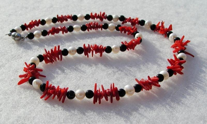 Kleinesbild - Halskette FEINE KORALLE Perlen Onyx zart elegant Unikat