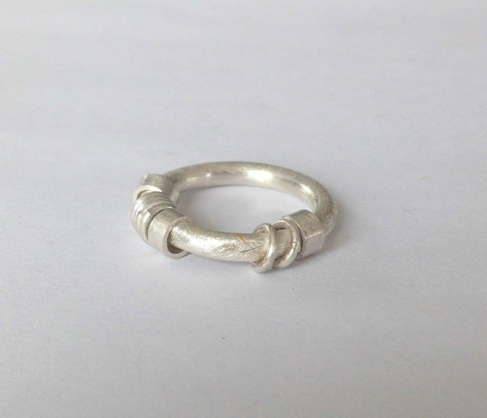 - Ringe im Ring Bewegliche Ringe Goldschmiedearbeit  - Ringe im Ring Bewegliche Ringe Goldschmiedearbeit