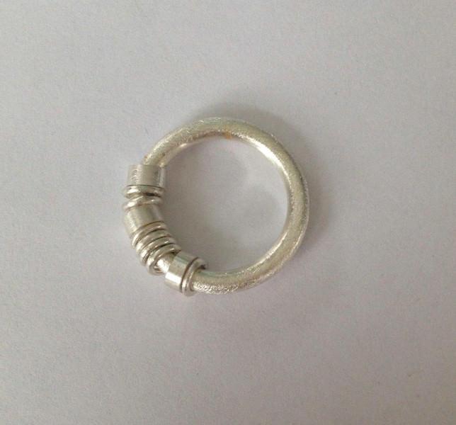 Kleinesbild - Ringe im Ring Bewegliche Ringe Goldschmiedearbeit