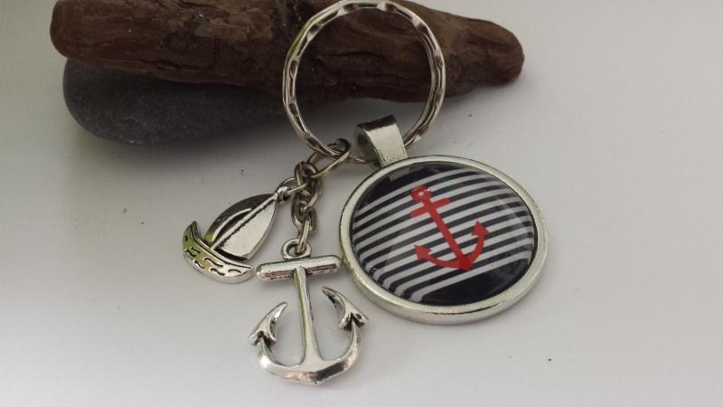 Kleinesbild - Anker Schlüsselanhänger maritim handgefertigter Glascabochonanhänger mit Metallanhänger Anker Segelboot