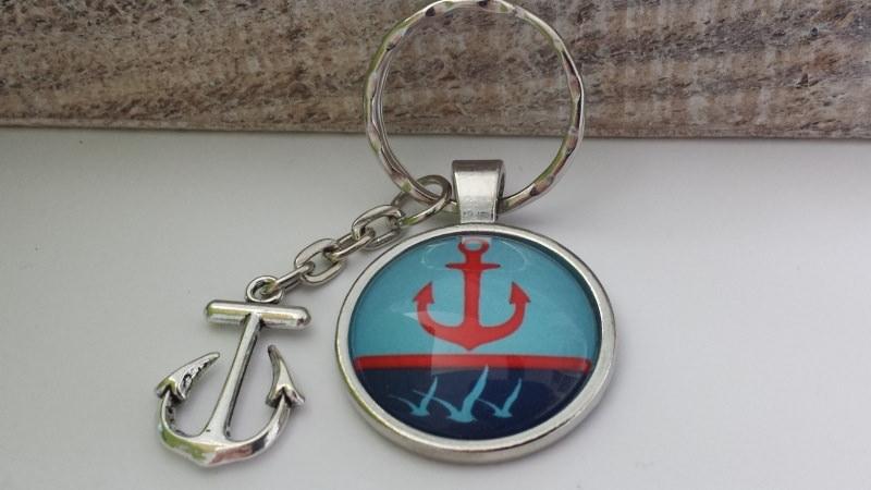 Kleinesbild - Anker mit Möwen Schlüsselanhänger Ahoi maritim handgefertigter Glascabochonanhänger mit einem attraktiven antiksilberfarbigen Metallanhänger in Form eines  Ankers
