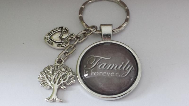 - Familie Family für immer  handgefertigter toller Glascabochonanhänger mit hübschen Metallanhängern als Erinnerungsgeschenk   - Familie Family für immer  handgefertigter toller Glascabochonanhänger mit hübschen Metallanhängern als Erinnerungsgeschenk