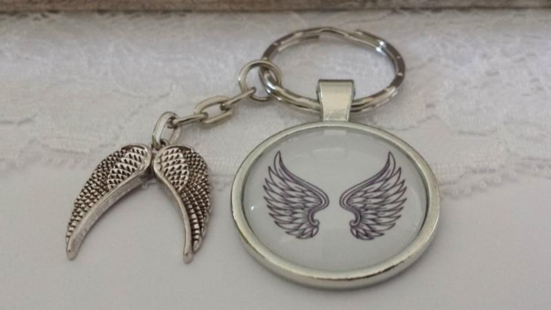 - Flügel Engel Schlüsselanhänger Glascabochon mit Flügelpaar Geschenk Frauen zum Trostspenden Trauer Glaube - Flügel Engel Schlüsselanhänger Glascabochon mit Flügelpaar Geschenk Frauen zum Trostspenden Trauer Glaube
