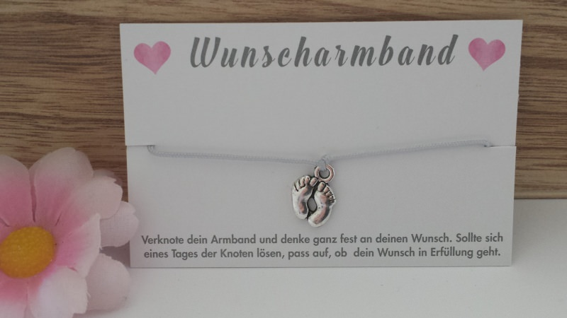 - Wunscharmband Babyfüße handgefertigtes Bändchen-Armband mit Babyfüßenanhänger für einen Herzenswunsch  - Wunscharmband Babyfüße handgefertigtes Bändchen-Armband mit Babyfüßenanhänger für einen Herzenswunsch
