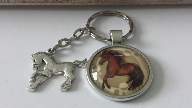 - Pferd Pony Schlüsselanhänger Glascabochon handgefertigt mit Pferdeanhänger Accessoire Geschenk Kinder Frauen - Pferd Pony Schlüsselanhänger Glascabochon handgefertigt mit Pferdeanhänger Accessoire Geschenk Kinder Frauen