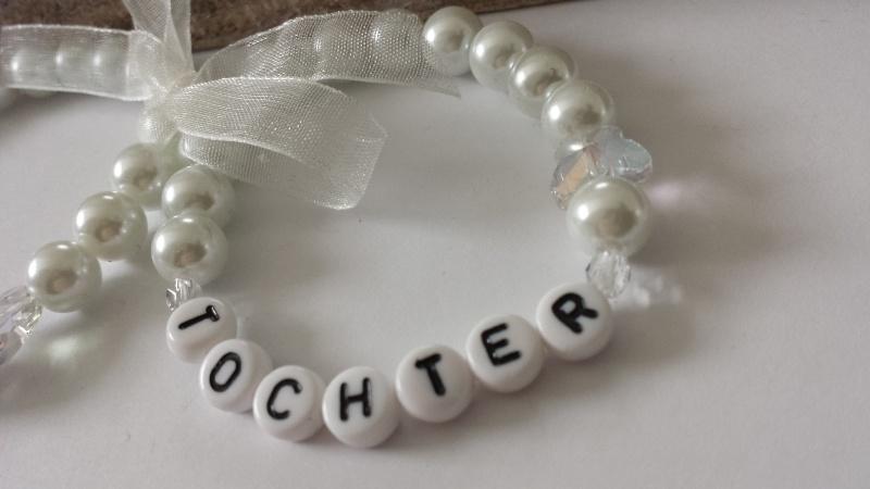 Kleinesbild - Mama Tochter Armband 2-er Set handgefertigte wunderschöne Armbänder mit weißen Glaswachsperlen sowie einer tollen Schmetterlingsperle