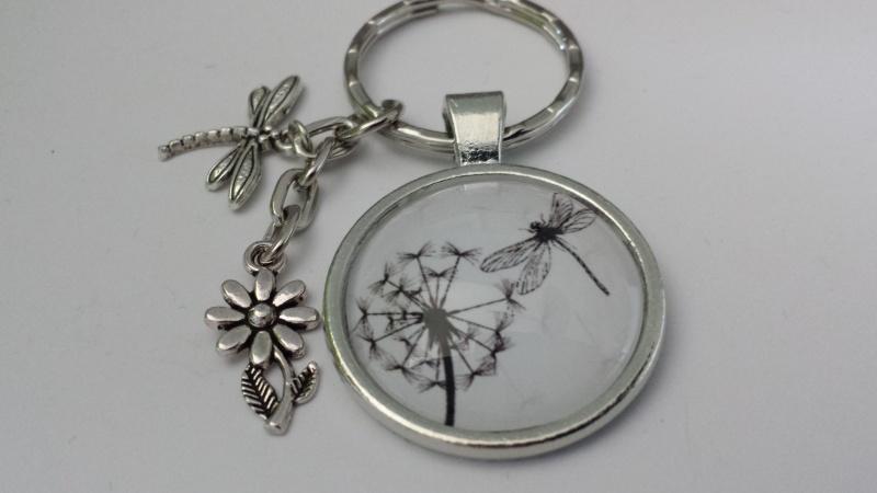 Kleinesbild - Pusteblumen Schlüsselanhänger mit Libelle handgefertigt Accessoire Geschenk Frauen Freundin Kollegin