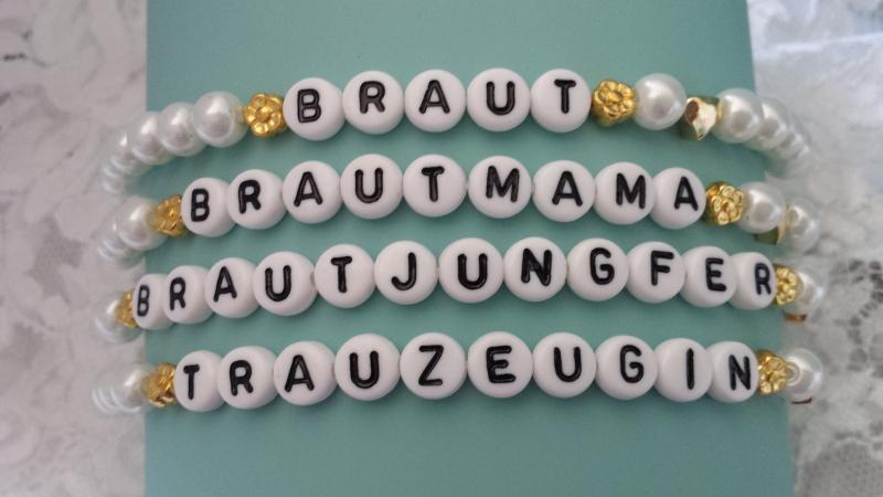 Kleinesbild - Trauzeugin Braut Brautjungfer JGA Armband 4-er Set weiß, goldfarben zur Hochzeit handgefertigt Gastgeschenke Frauen