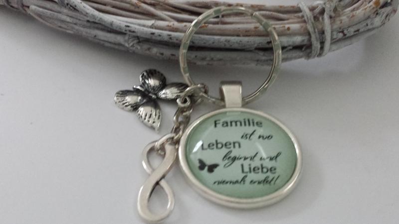 Kleinesbild - Spruch Familie Infinity Schlüsselanhänger Glascabochon handgefertigt Familienzusammenhalt Geschenk Mama Oma Schwester Tochter