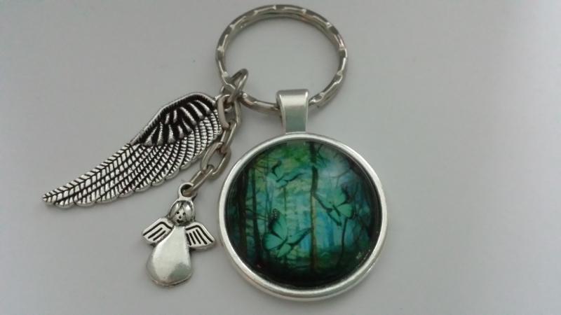 Kleinesbild - Flügel Schlüsselanhänger Glascabochon Wald Schmetterlinge handgefertigt Geschenk zum Trostspenden Gedenktag Trauer Abschied