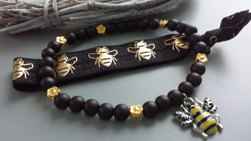 Kleinesbild - Bienen Armband Haargummi 2-er Set handgefertigt mit Bienen Anhänger Honigbiene Geschenk Frauen Freundin