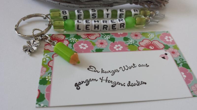 Kleinesbild - Bester Lehrer Schlüsselanhänger handgefertigt mit Buchstabenperlen Stiftanhänger und Kleeblatt Dankeschöngeschenk für Männer Schulzeit