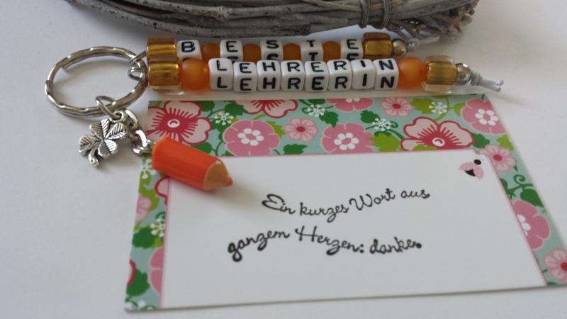Kleinesbild - Beste Lehrerin Schlüsselanhänger handgefertigt mit Buchstabenperlen Stiftanhänger und Kleeblatt Dankeschöngeschenk Frauen Erzieherinnen Schulzeit