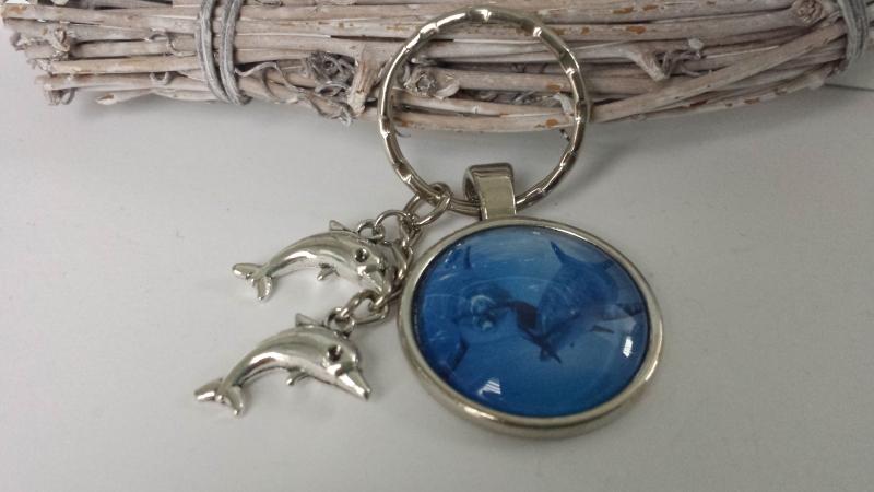 Kleinesbild - Wunderschöner Delfin Schlüsselanhänger handgefertigter Glascabochonanhänger mit Metallanhänger Geschenk Urlaub Frau Mann Kind