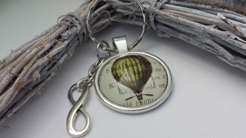 - Glücksbringer Heißluftballon Schlüsselanhänger handgefertigt mit Infinity Anhänger Geschenk für Fahrt im Luftschiff tolles Geschenk - Glücksbringer Heißluftballon Schlüsselanhänger handgefertigt mit Infinity Anhänger Geschenk für Fahrt im Luftschiff tolles Geschenk