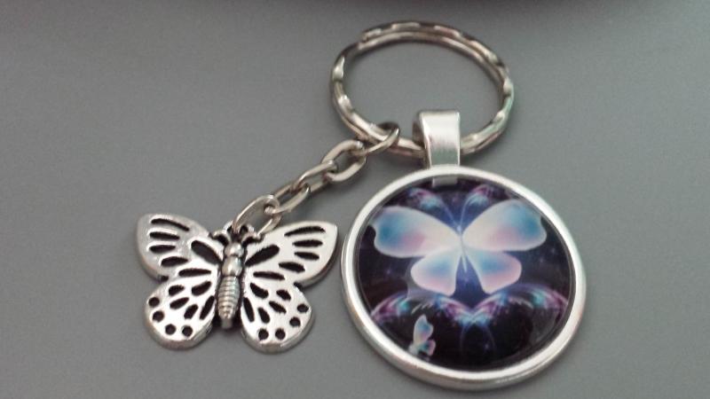 Kleinesbild - Schöner Schmetterling Schlüsselanhänger Glascabochonanhänger handgefertigt mit Metallanhänger Geschenk Frauen Freundin