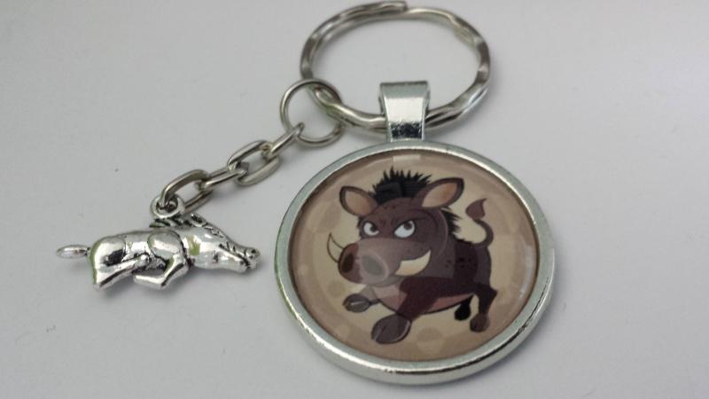 Kleinesbild - Wildschwein Wildsau Schlüsselanhänger Glascabochonanhänger mit Metallanhänger Geschenk Jäger Förster Glücksbringer Jagd